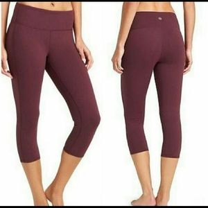 Athleta Maroon Chaturanga Capri Pants. Size MEDIUM